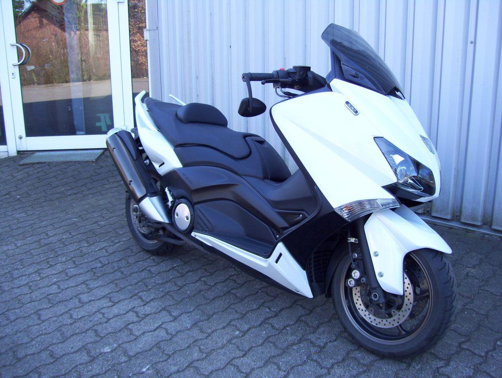 Yamaha Roller T Max 530 Seitenansicht rechts vorn