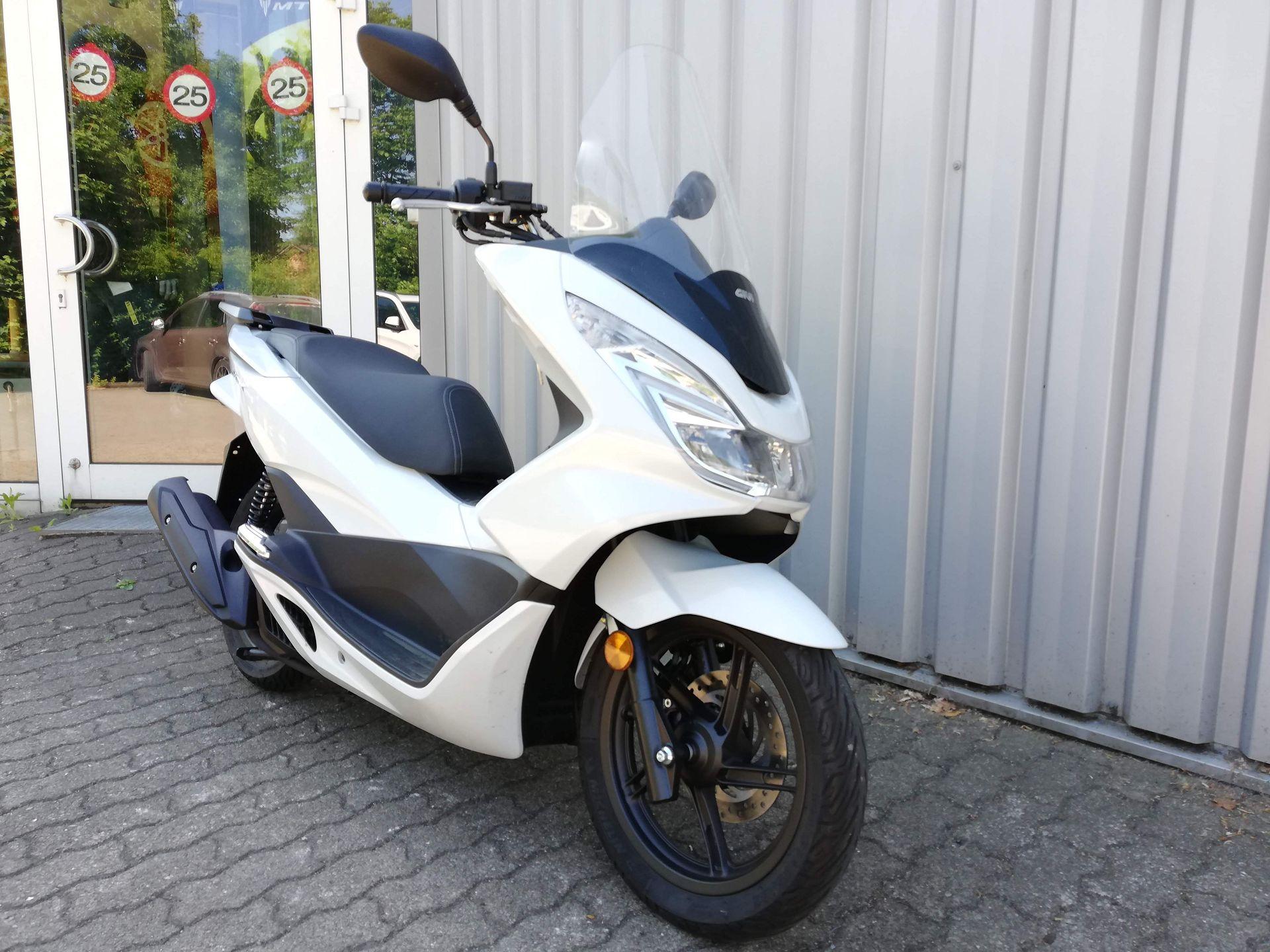 Honda Roller PCX 125 weiß Seitenansicht rechts vorn